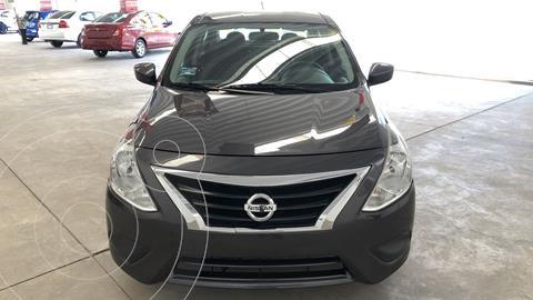 Nissan Versa Sense Aut usado (2019) color Gris Oscuro financiado en mensualidades(enganche $46,402 mensualidades desde $4,690)