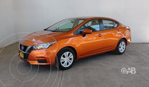 Nissan Versa Sense usado (2020) color Naranja precio $255,000