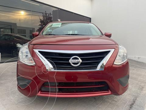 Nissan Versa Sense usado (2019) color Rojo precio $200,000