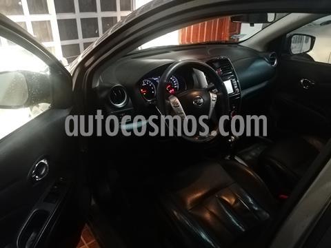 Nissan Versa Exclusive NAVI Aut usado (2016) color Gris Oscuro precio $120,000