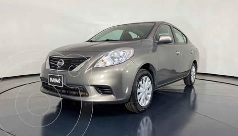 Nissan Versa Sense  usado (2013) color Gris precio $109,999