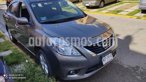 Nissan Versa Advance  usado (2014) color Gris precio $139,000