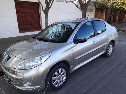 Peugeot 207 Compact 1.4 Active 4P usado (2012) color Gris Dolomites precio $800.000