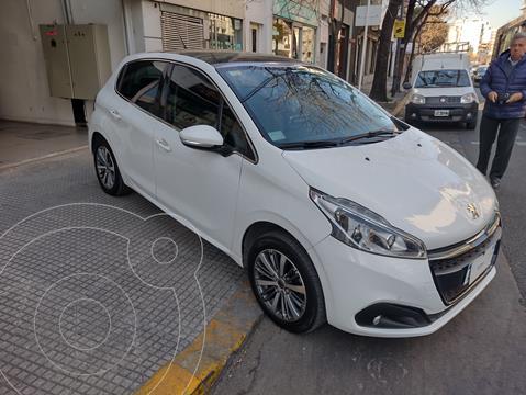 Peugeot 208 1.6 5p Feline usado (2017) color Blanco precio $1.900.000
