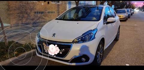 Peugeot 208 Allure 1.6 usado (2017) color Blanco precio $1.600.000
