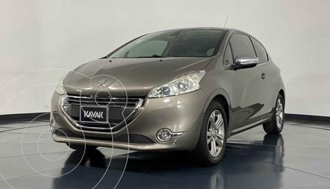 Peugeot 208 1.6L Feline usado (2014) color Dorado precio $167,999