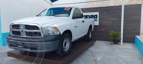 RAM 1500 SLT Regular Cab 4.7L 4x2 usado (2013) color Blanco precio $245,000