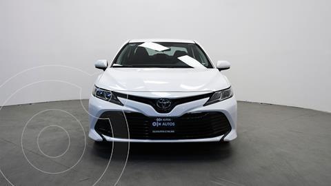 Toyota Camry LE 2.5L usado (2019) color Blanco precio $306,145
