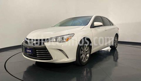 Toyota Camry XLE 2.5L Navi usado (2016) color Blanco precio $254,999