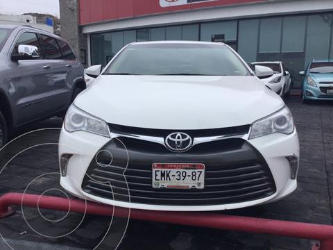 Toyota Camry XLE 2.5L usado (2017) color Blanco precio $268,000