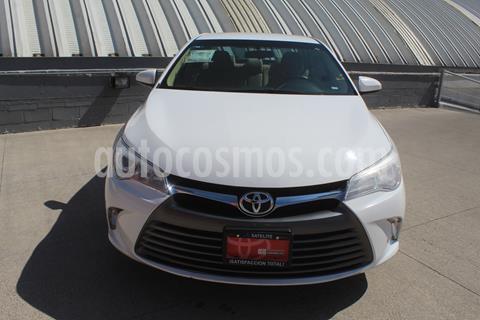 Toyota Camry LE 2.5L usado (2017) color Blanco precio $269,000