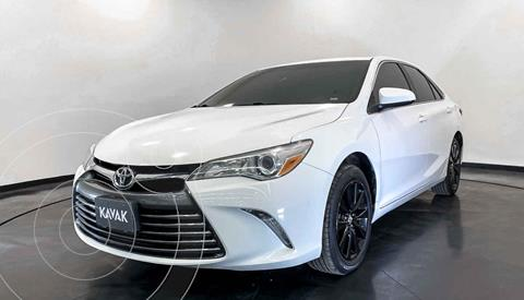 Toyota Camry XLE 2.5L Navi usado (2015) color Blanco precio $234,999
