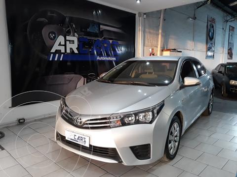 Toyota Corolla 1.8 XLi usado (2015) color Gris Plata  financiado en cuotas(anticipo $900.000)