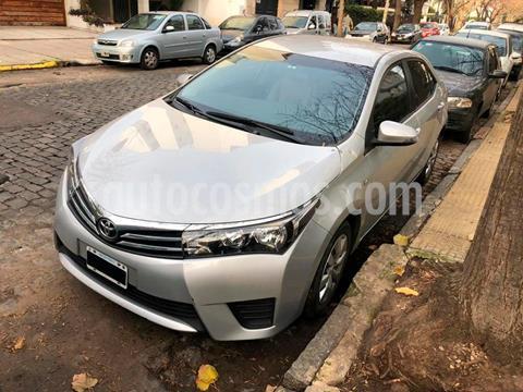 Toyota Corolla 1.8 XLi usado (2015) color Gris Plata  precio $1.350.000