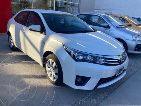 Toyota Corolla 1.8 XLi usado (2015) color Blanco precio $1.600.000