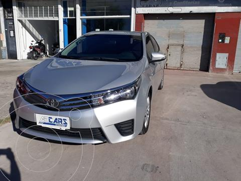 Toyota Corolla 1.8 XLi usado (2015) color Gris Plata  precio $1.450.000