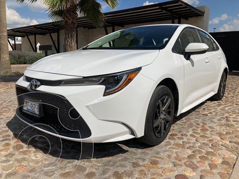 Toyota Corolla Base Aut usado (2020) color Blanco precio $300,000
