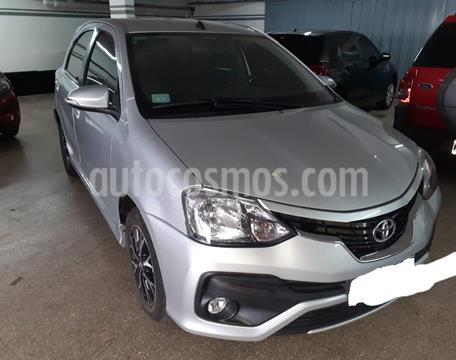 foto Toyota Etios Hatchback Platinum Aut usado (2017) color Gris Plata  precio $970.000