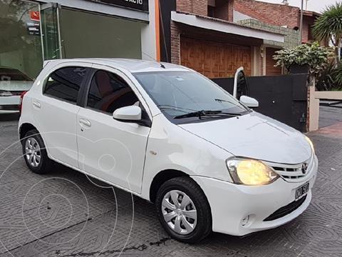 Toyota Etios Hatchback XS usado (2015) color Blanco precio $1.200.000