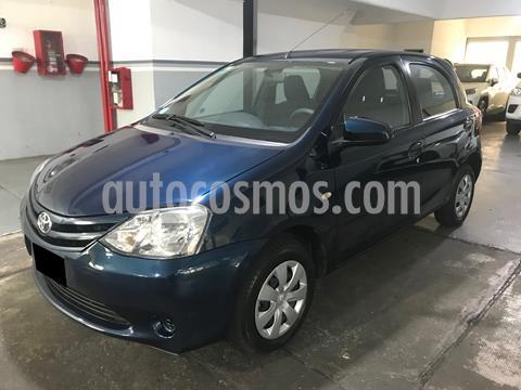 foto Toyota Etios Hatchback XS usado (2016) color Azul Catalina precio $960.000
