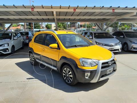 Toyota Etios Hatchback Cross usado (2015) color Amarillo precio $1.110.000