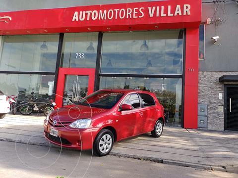 Toyota Etios Hatchback XS usado (2015) color Rojo precio $980.000