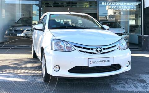 Toyota Etios Sedan XLS usado (2016) color Blanco financiado en cuotas(anticipo $800.000)