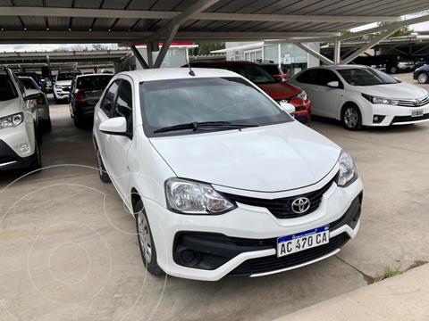 Toyota Etios Sedan XS 2016/17 usado (2018) color Blanco precio $1.260.000