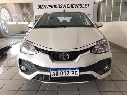 Toyota Etios Sedan XLS Aut 2016/17 usado (2018) color Blanco precio $1.200.000