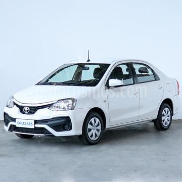foto Toyota Etios Sedán XS usado (2017) color Blanco precio $888.000