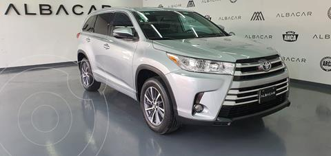 Toyota Highlander XLE usado (2018) color Plata Dorado precio $539,900