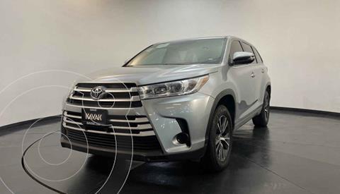Toyota Highlander LE usado (2017) color Plata precio $369,999