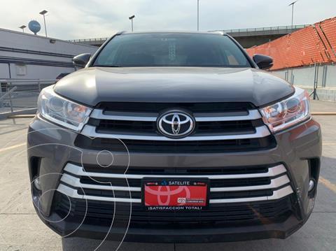 Toyota Highlander XLE usado (2019) color Gris Metalico precio $589,000