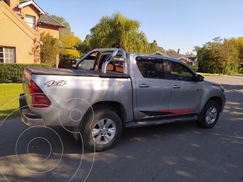 foto Toyota Hilux 4X4 Cabina Doble SRV 2.8 TDi usado (2020) color Plata Metálico precio $4.900.000