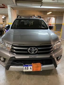 Toyota Hilux 2.8 4x4 SR TDi DC usado (2017) color Plata Metalico precio $4.750.000