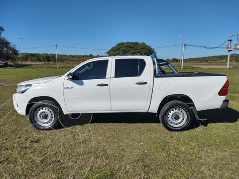 Toyota Hilux 2.4 4x2 DX TDi DC usado (2016) color Blanco precio $2.400.000