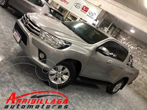 Toyota Hilux 2.8 4x4 SRV TDi DC Aut usado (2017) color Plata Metalico precio $4.650.000