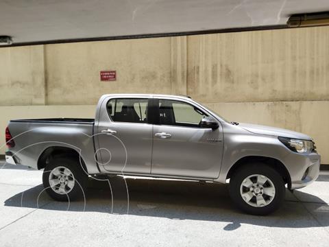 Toyota Hilux 2.4 4x2 SR  usado (2018) color Plata Metalico precio $16.500.000