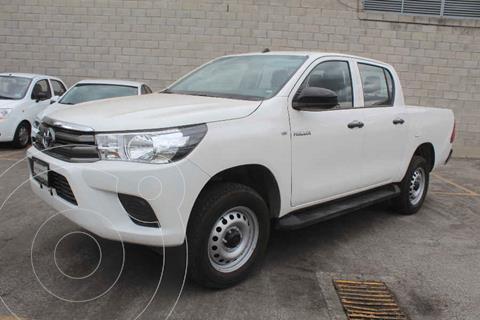 Toyota Hilux Cabina Doble Base usado (2020) color Blanco precio $339,000