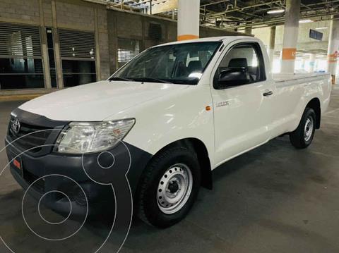 Toyota Hilux Cabina Sencilla usado (2015) color Blanco precio $219,000