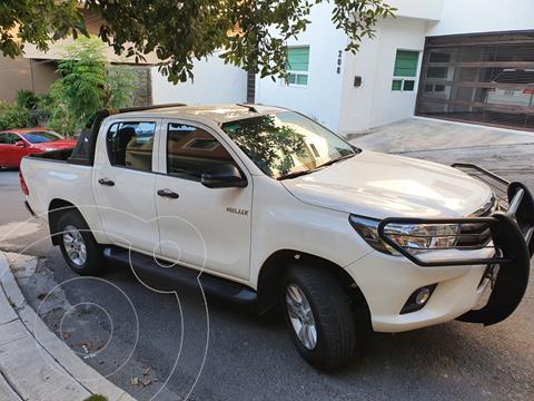 Toyota Hilux Cabina Doble SR usado (2018) color Blanco precio $389,000
