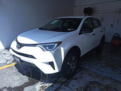 Toyota RAV4 LE usado (2017) color Blanco Perla precio $322,000