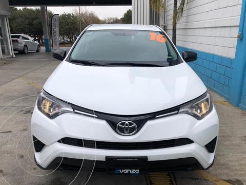 Toyota RAV4 2.5L Base usado (2016) color Blanco precio $299,000