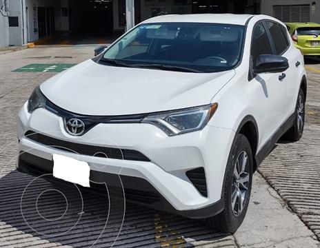 Toyota RAV4 LE usado (2018) color Blanco financiado en mensualidades(enganche $99,112 mensualidades desde $11,073)