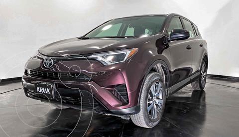 Toyota RAV4 LE usado (2017) color Gris precio $294,999