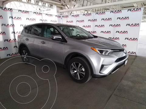 Toyota RAV4 XLE usado (2018) color Plata Dorado precio $379,000