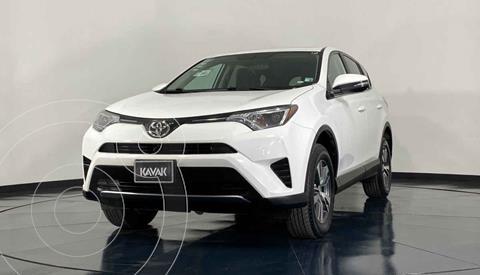 Toyota RAV4 SE 4WD usado (2017) color Blanco precio $362,999