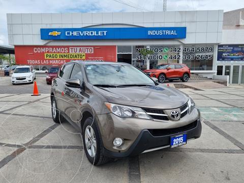 Toyota RAV4 XLE usado (2015) color Marron precio $274,000