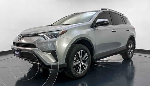 Toyota RAV4 XLE Plus 4WD usado (2018) color Gris precio $384,999
