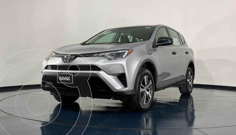 Toyota RAV4 LE usado (2018) color Plata precio $347,999